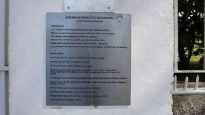 שלט בכניסת בית הכנסת כדורי של הקהילה היהודית בפורטו